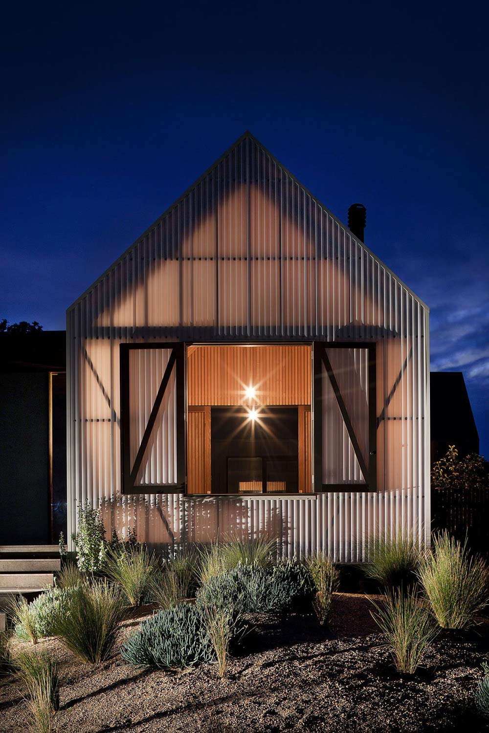 Evening Lighting, Seaview House in Barwon Heads, Australia by Jackson Clements Burrows