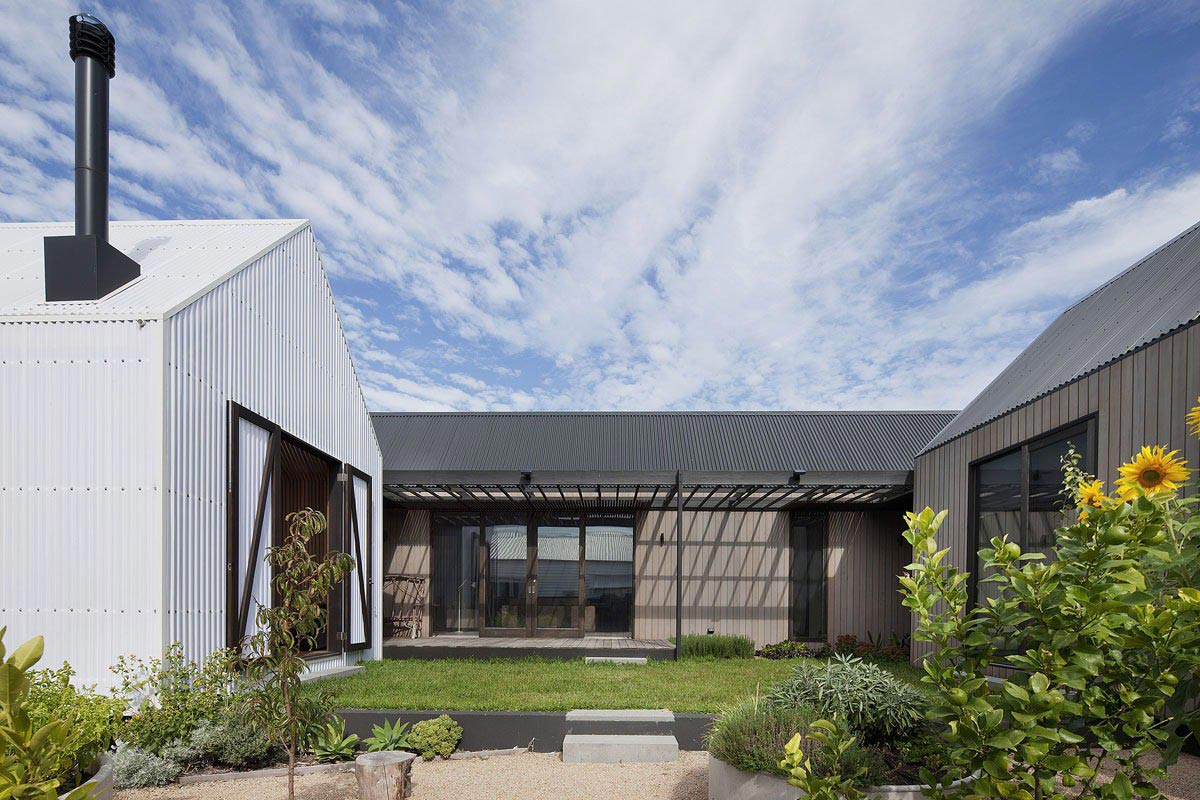 Garden, Seaview House in Barwon Heads, Australia by Jackson Clements Burrows