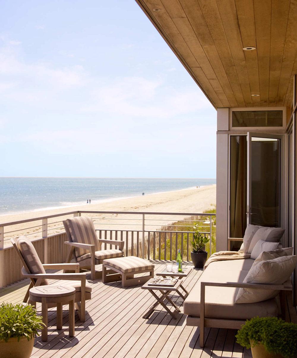Balcony, Outdoor Living, Surfside House in Bridgehampton, New York by Stelle Architects