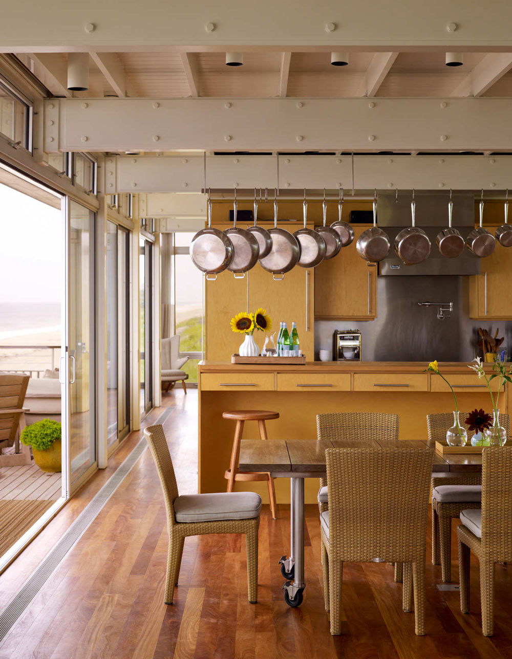 Kitchen, Dining, Patio Doors, Surfside House in Bridgehampton, New York by Stelle Architects