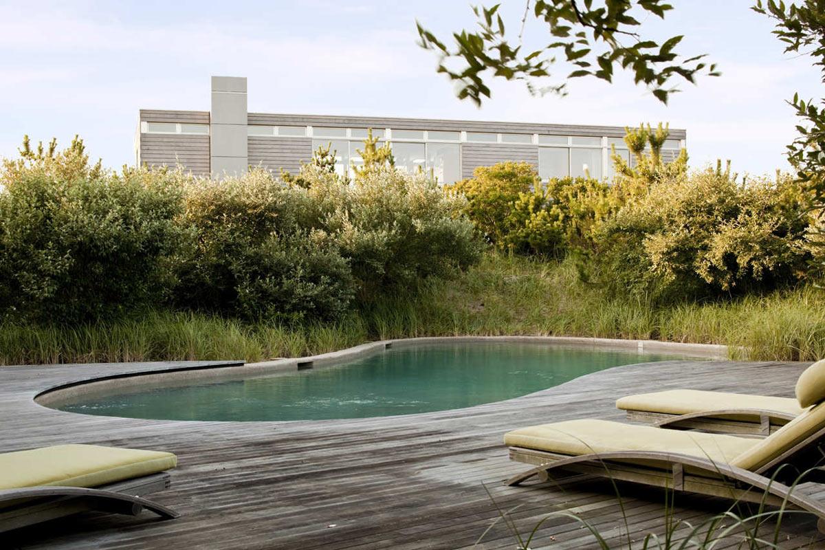 Outdoor Pool, Decking, Surfside House in Bridgehampton, New York by Stelle Architects