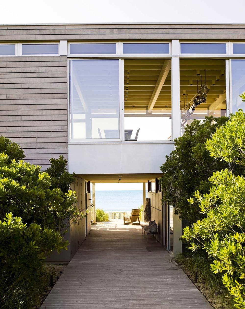 Wooden Pathway, Surfside House in Bridgehampton, New York by Stelle Architects