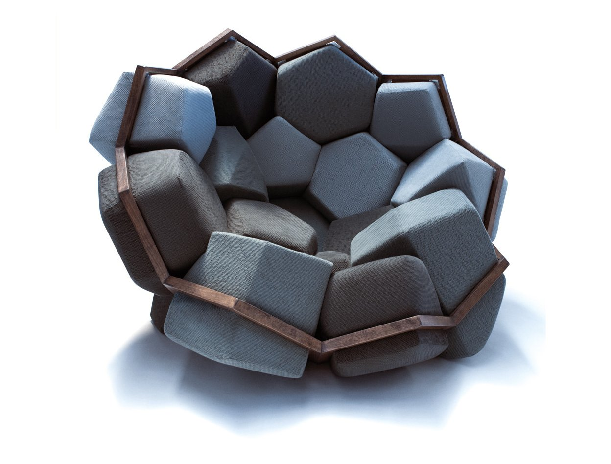 Three-Dimensional Crystalloid Armchair