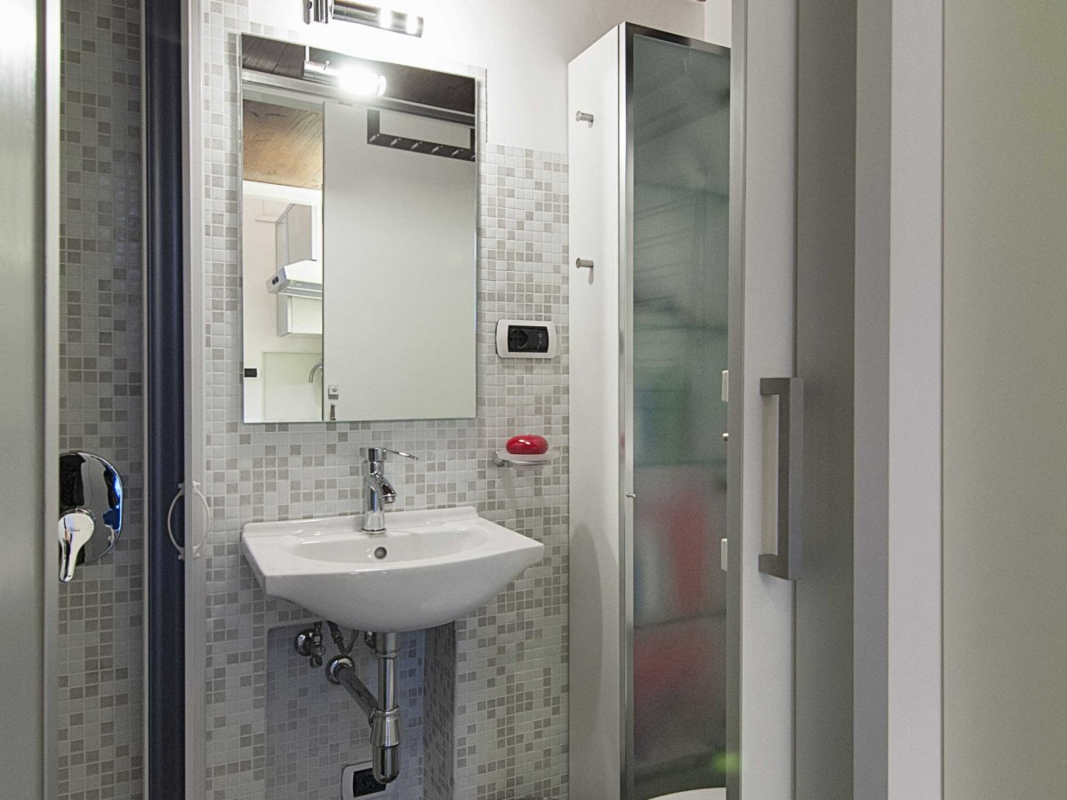 Bathroom tiny house in rome home inspiration for Small bathroom ideas hdb