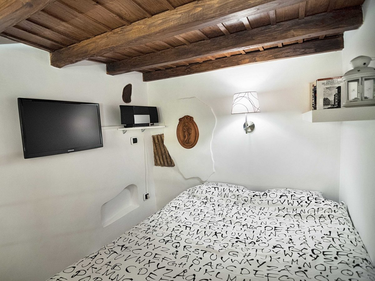 Compact Bedroom, Tiny House in Rome