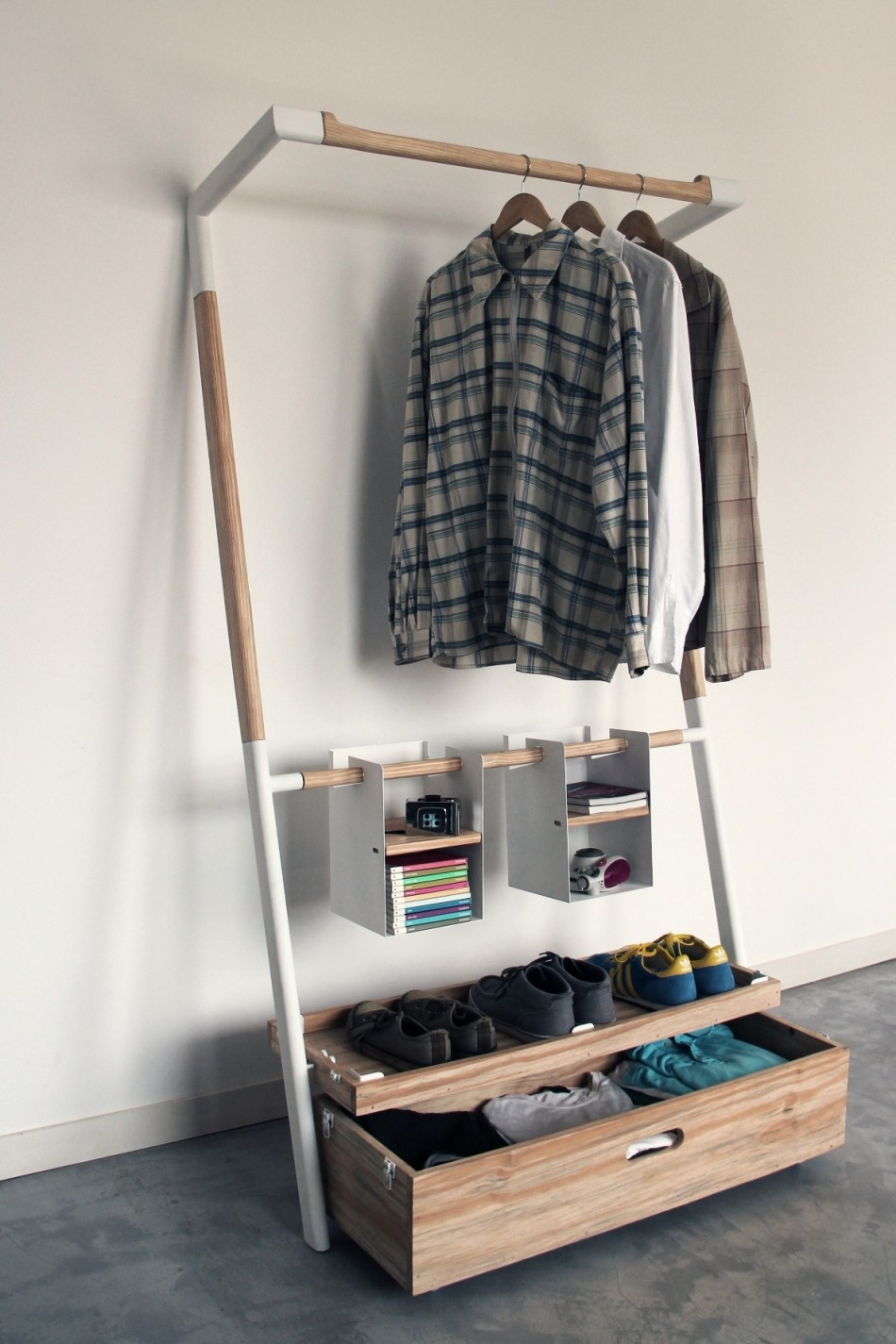 Practical Space Saving Storage: Arara Nômade