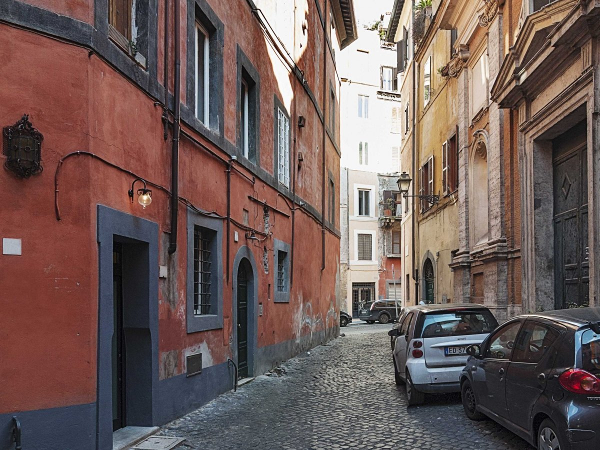 Street View, Tiny House in Rome