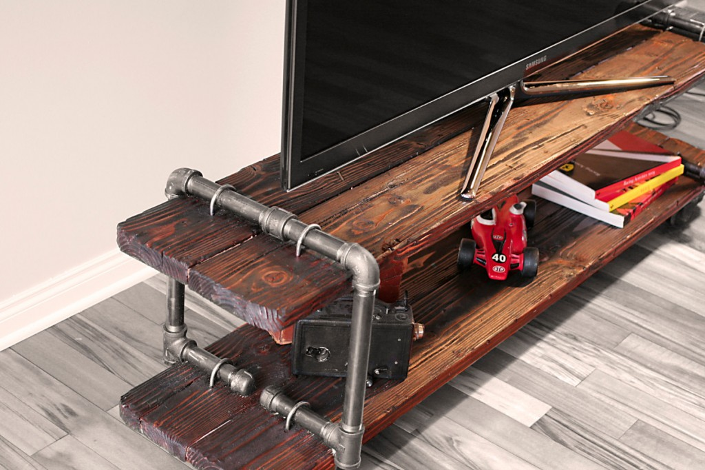 Vintage industrial tv stand home inspiration for Table tv bois