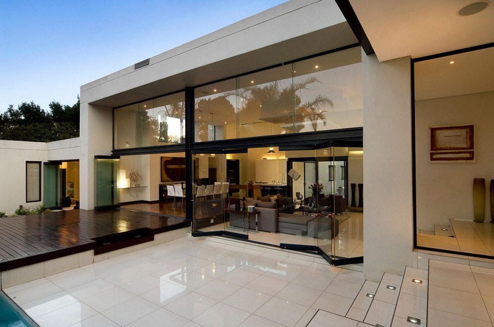 Terrace, Glass Walls, Exquisite Modern Home in Cape Town