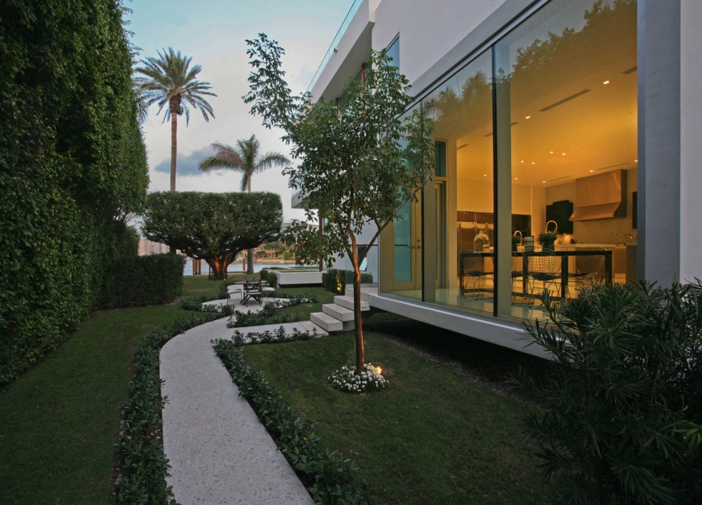 Pathway, Contemporary Home in Miami Beach, Florida