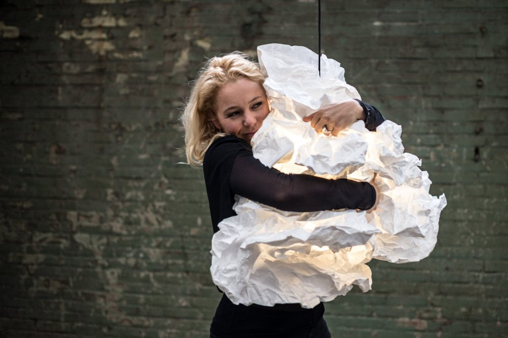 Reshape with a Hug: Proplamp by Erwin Zwiers & Margje Teeuwen