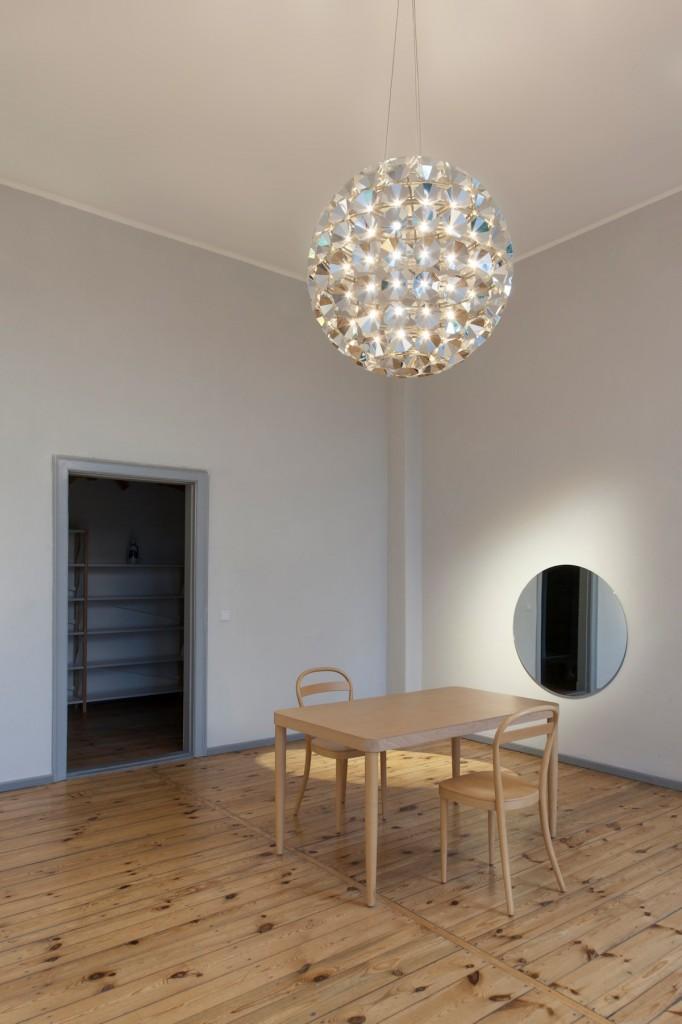 Ball-shaped Pendant Lamps
