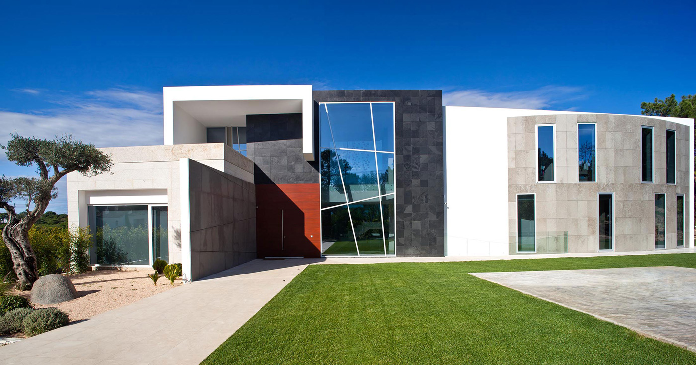 Front Façade, Entrance, Family House in Portugal